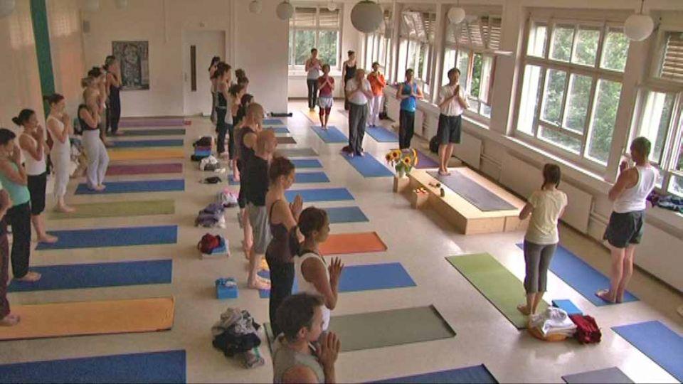 Yogalehrer Ausbildung Yoga Journal